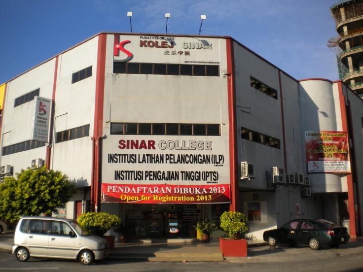 Sinar College Occupies 4 lots of building at Taman Melaka Raya near A.Famosa