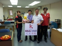 Kolej Sinar Visited Sin Chew Jit Poh