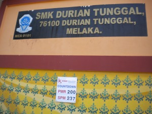Kolej Sinar Sponsors Countdown Board at SMK Durian Tunggal