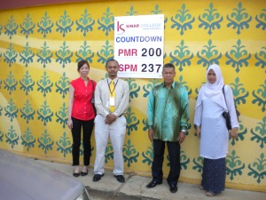 Kolej Sinar Contributes Countdown Board to SMK Durian Tunggal
