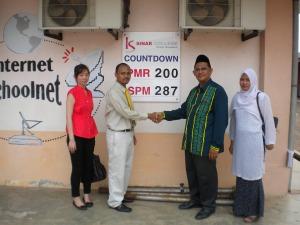 Kolej Sinar Contributed Countdown Board to SMK Tun Mutahir
