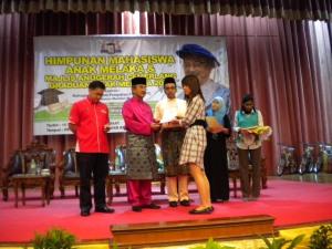 Kolej Sinar ACCA Graduate Received Award at Himpunan Mahasiswa Anak Melaka
