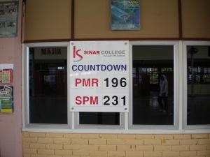 Kolej Sinar Sponsors SPM COuntdown Board to SMK Dato Dol Said Alor Gajah