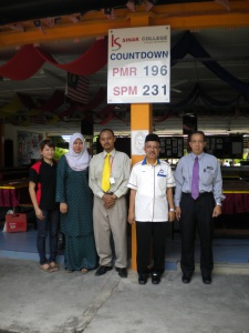 Kolej Sinar team with SMK Sultan Mansor Shah teachers.
