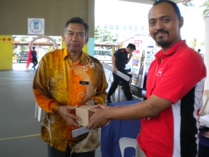 Sinar College received Token of Appreciation from Pengetua of SMK Seri Kota
