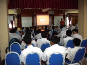ACCA Student Support Executive, Jaharin Zahim talked about ACCA to SMK Bukit Baru students