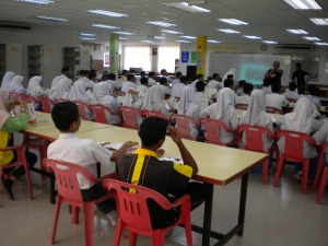 Sinar College representative briefed the students of SMK Pernu about the college during ACCA Talk