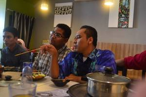Tourist Guide students were having lunch during the Melaka tour